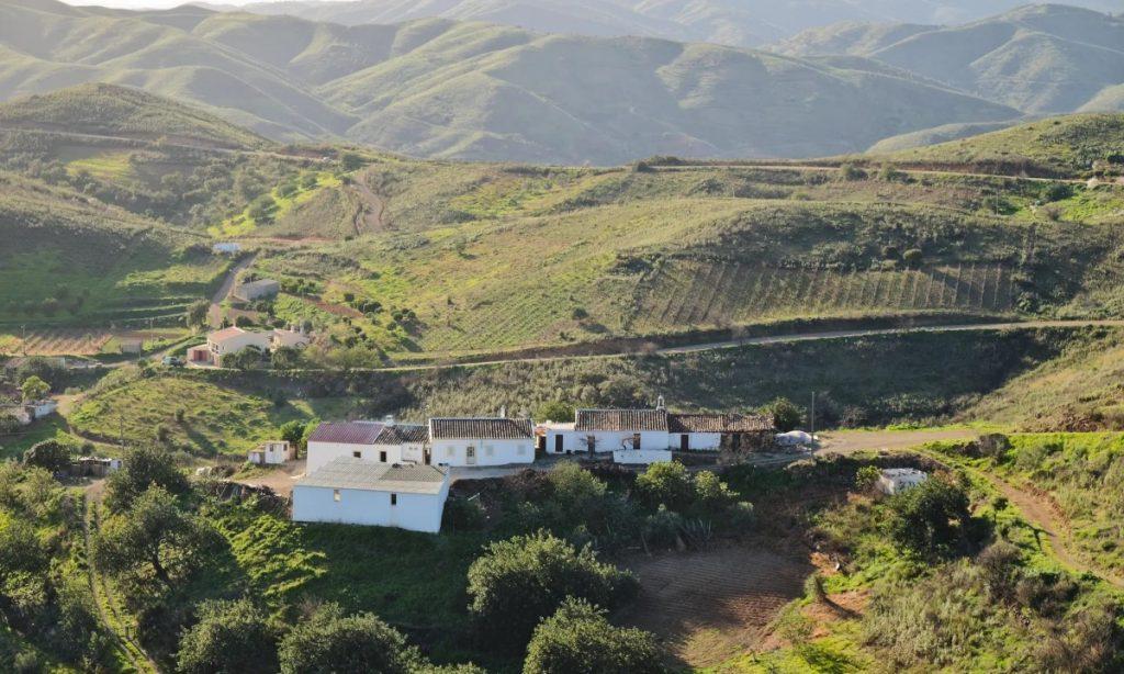 Caldeirao mountains houses