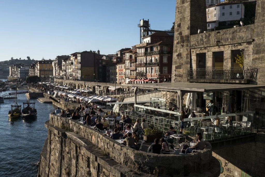 Ribeira coffe shops, at the estuary banks of the Douro River